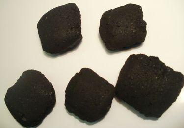 Brikety z dřevěného uhlí